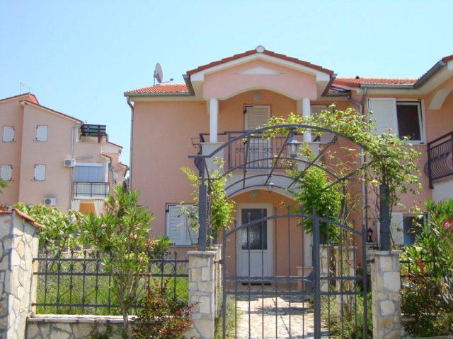 Stambena zgrada Novigrad - (pvc)