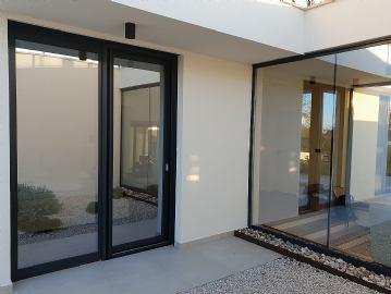 Staklene zavjese i automatska vrata
